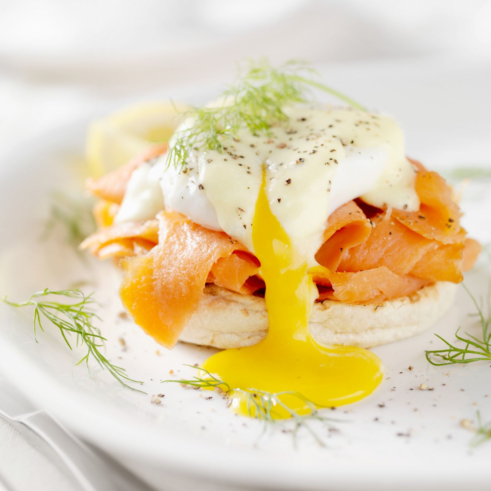 smoked_salmon_eggs_benedict.jpg