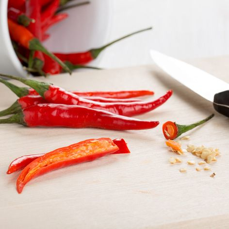 How_to_easily_seed_chillies_-_14.8.192.jpg