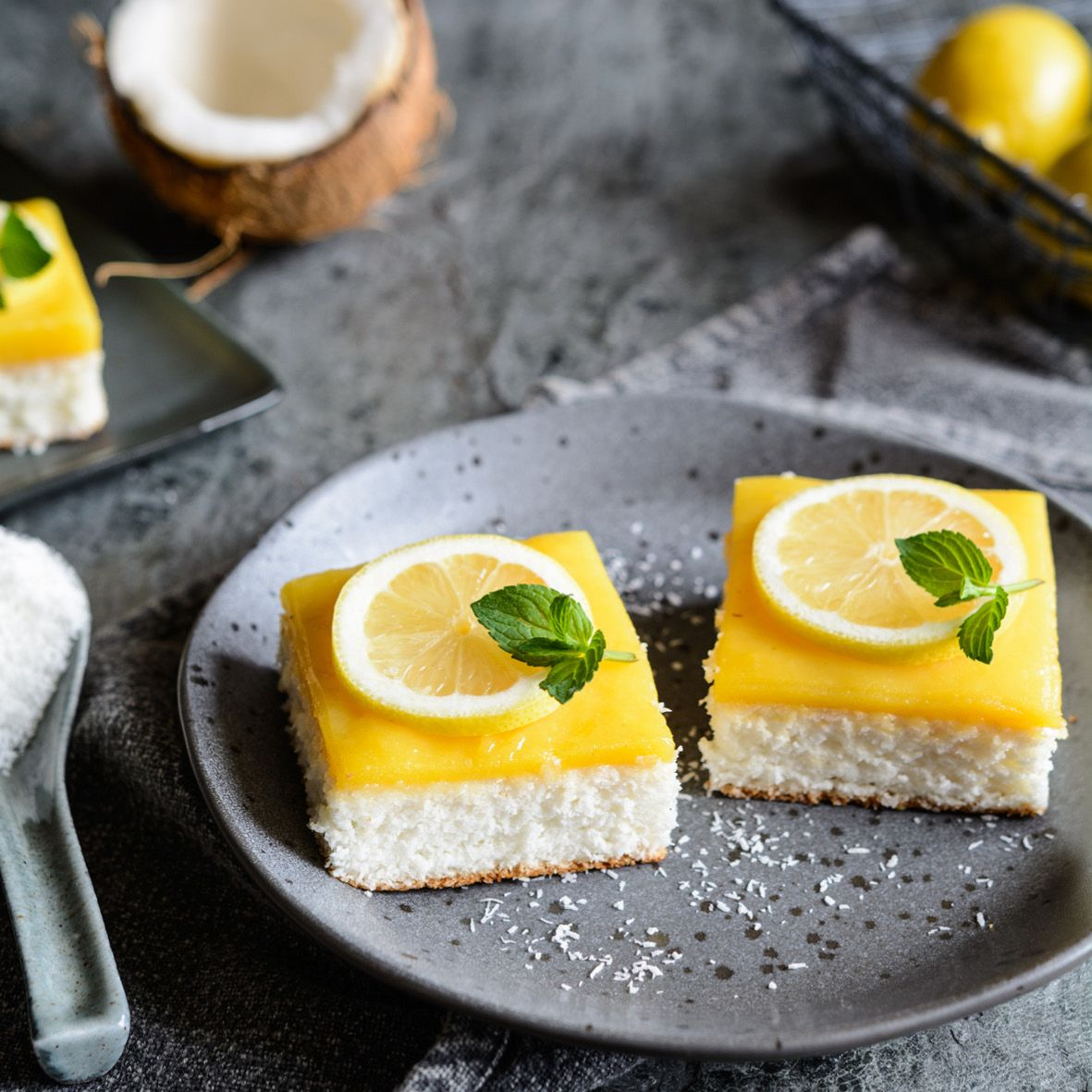 Coconut_slice_with_lemon_curd.jpg