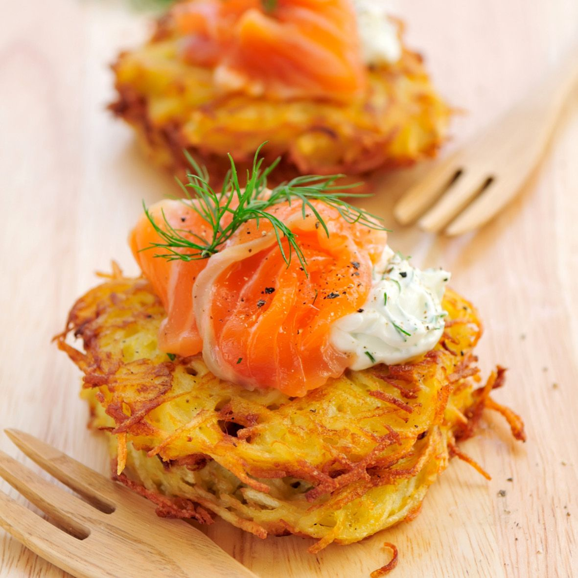Potato_rosti_with_smoked_salmon.jpg