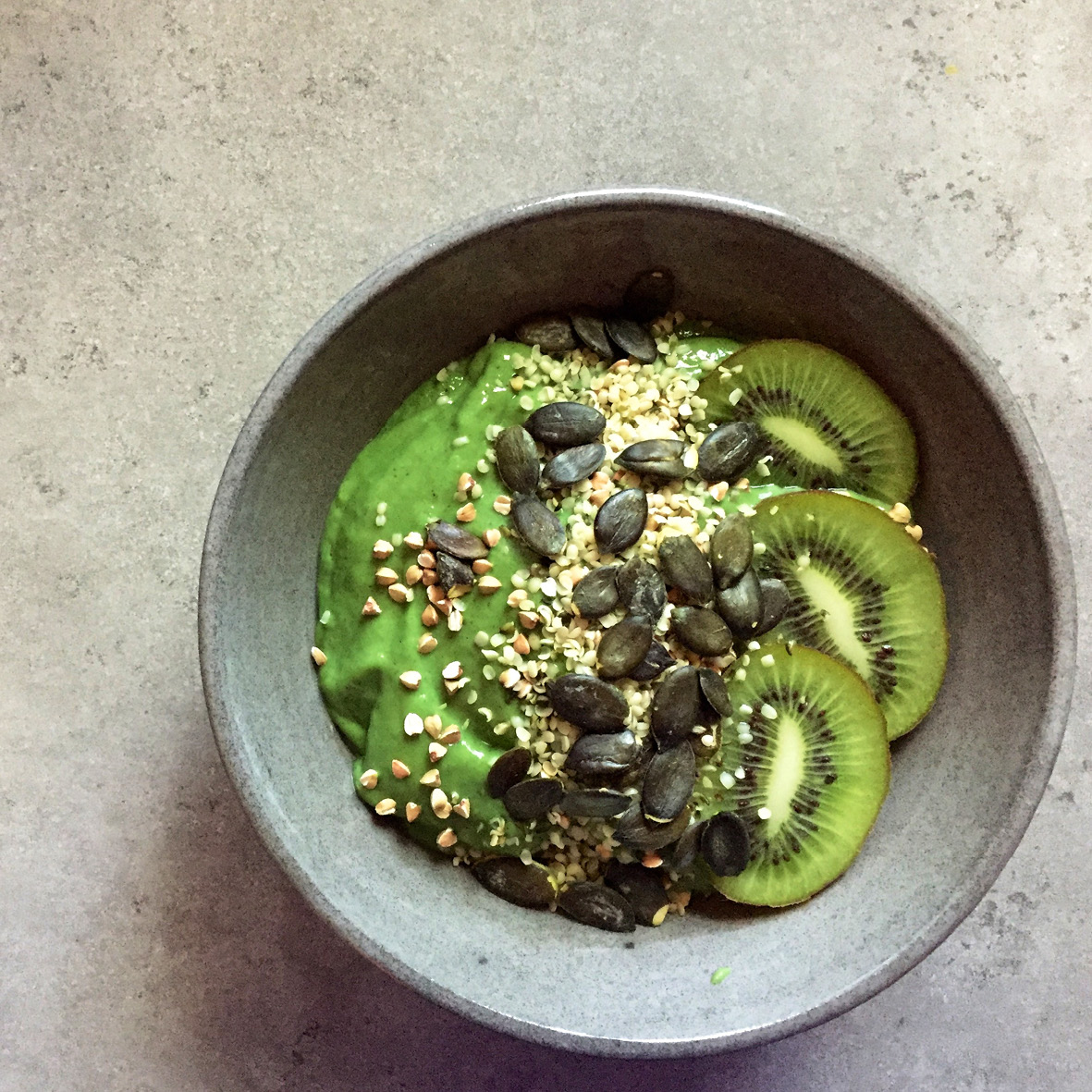 green_smoothie_bowl.jpg