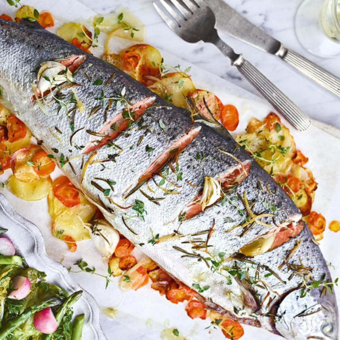 Whole_Roasted_Salmon_with_Herbs.jpg