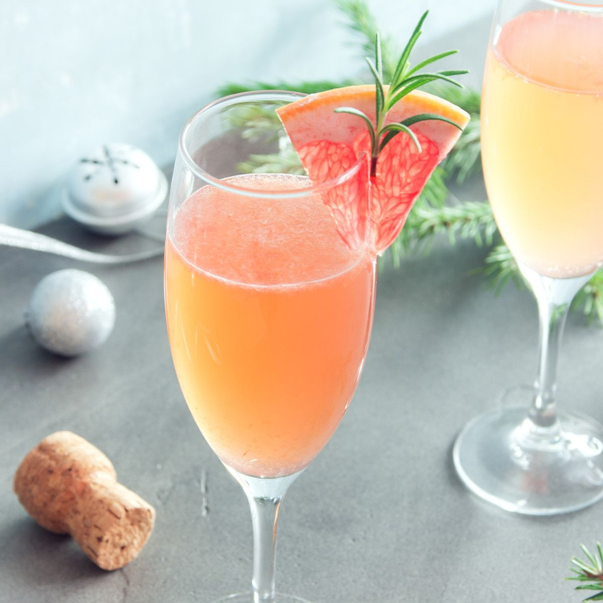 Rosemary_and_grapefruit_mimosa.jpg